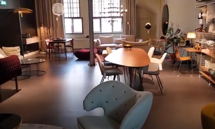 Vette showroom vol dunne vloeren